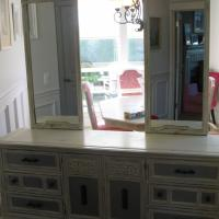 9-drawer dresser Photo