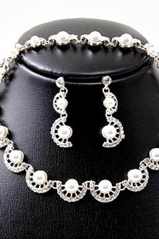 Silver & Pearl Necklace Photo