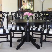 Black round table and 4 black chairs Photo