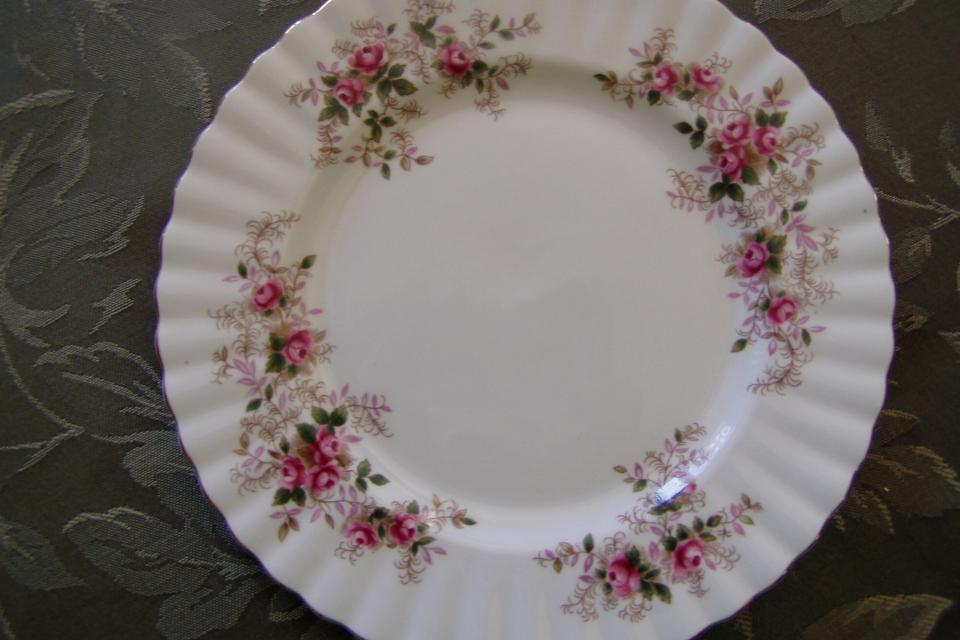 ROYAL ALBERT LAVENDER ROSE PLATE Large Photo