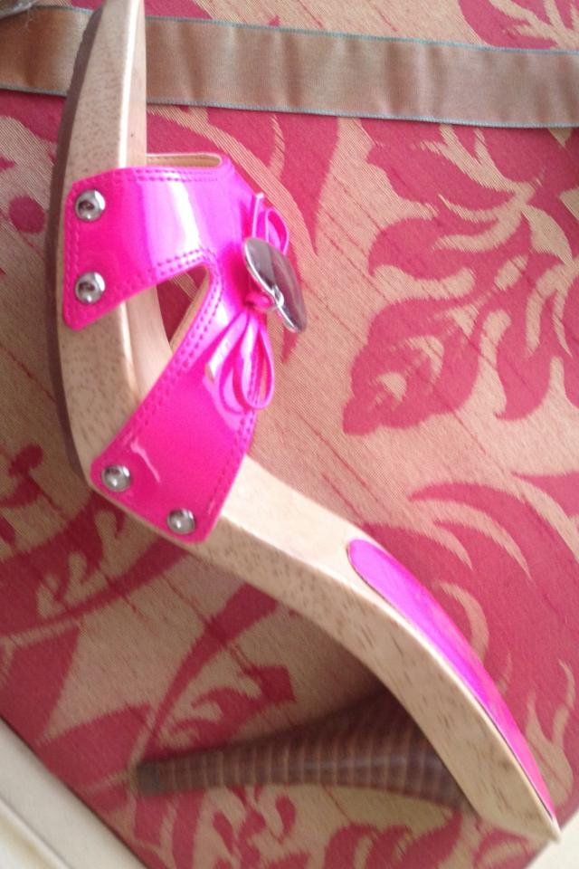 Hot pink Guess heels size 7 1/2 Large Photo