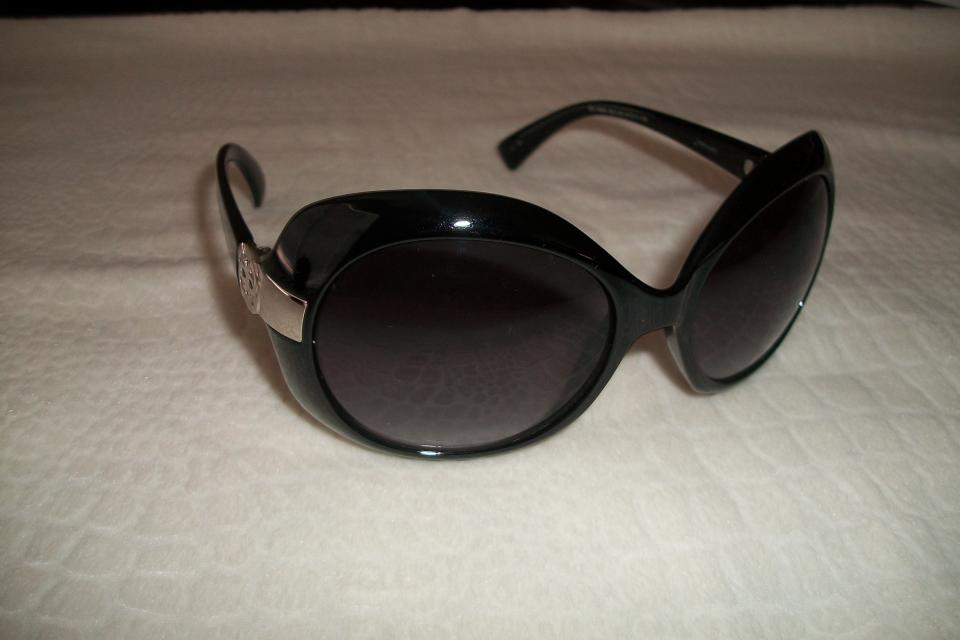 GUESS  SUNGLASSES!!! Large Photo