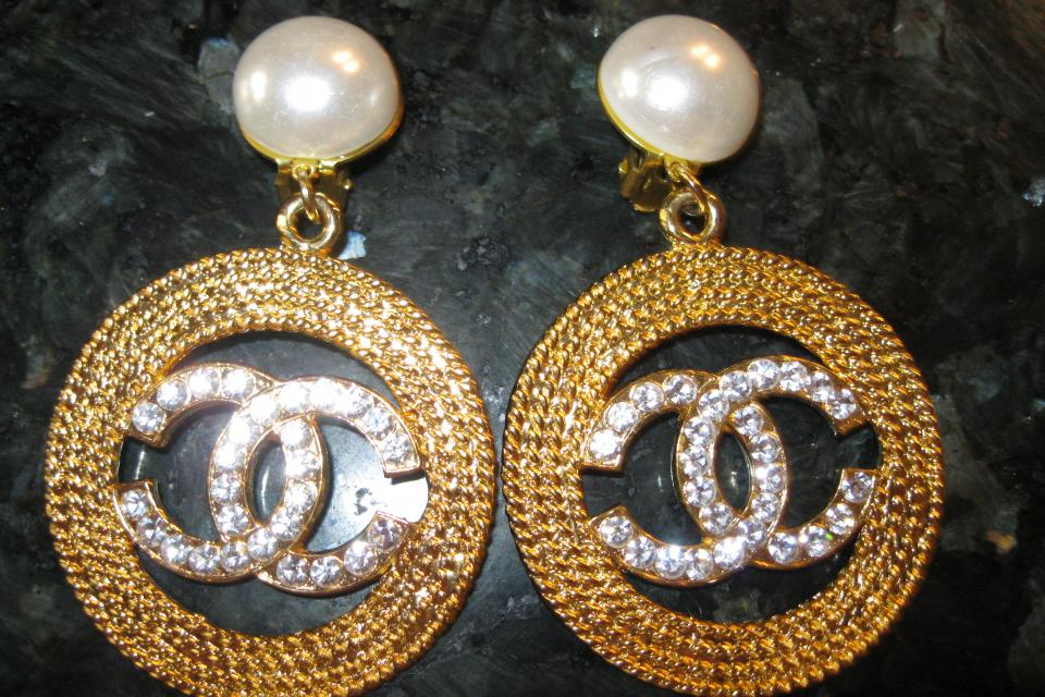 Authentic Dangle Chanel earings  with crystal CC's and Pearl Large Photo