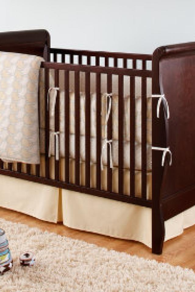 Child Craft Sleigh Crib - converts! (espresso color) Photo