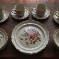 Beautiful International China dinnerware 20-piece set  Photo