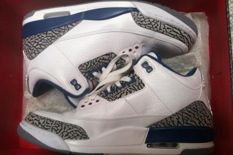Retro Jordan True Blue Cement Photo