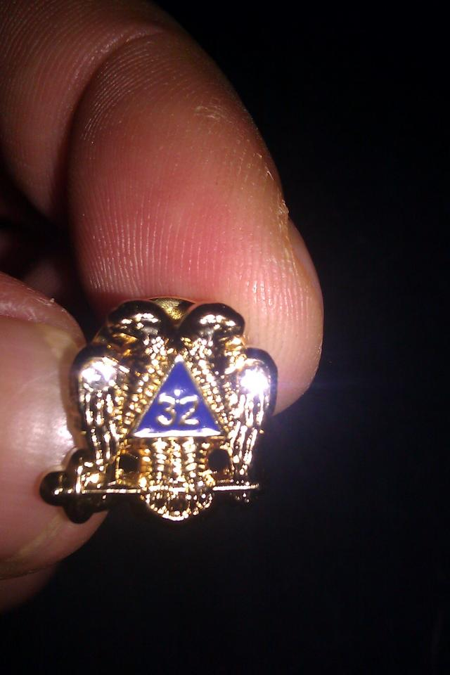 VERY NICE and SHINY FREEMASON Tie Tack! NEW! NEVER USED Large Photo