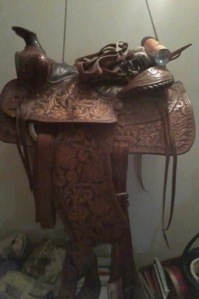 Western Riding Hand Tooled Saddle Large Photo