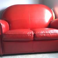 Red leather love seat - Great condition - High quality - Comfortable Photo