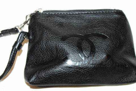 BLACK CC WRISTLET CHANGE PURSE SMALL HANDBAG C H A N E L  Photo