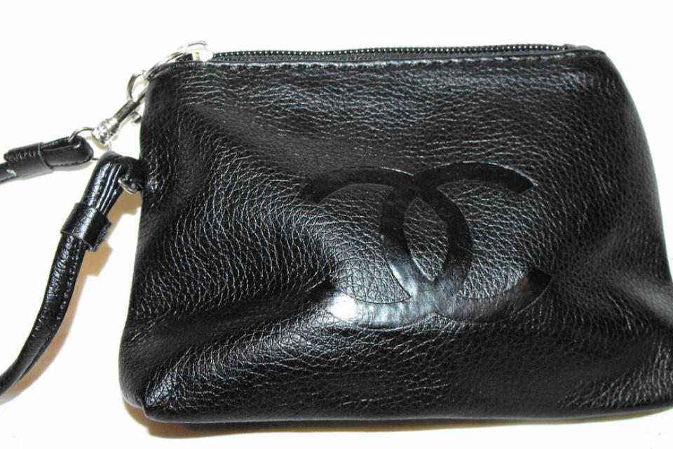 BLACK CC WRISTLET CHANGE PURSE SMALL HANDBAG C H A N E L  Large Photo