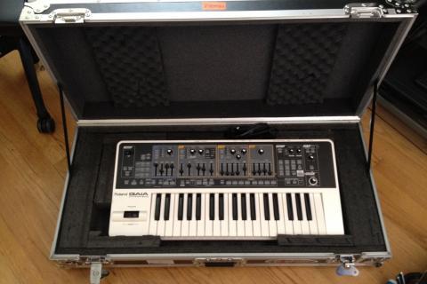 Roland GAIA SH-01 Synth Photo