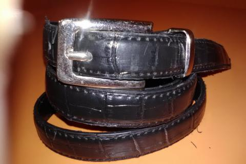 faux crock skinny belt Photo