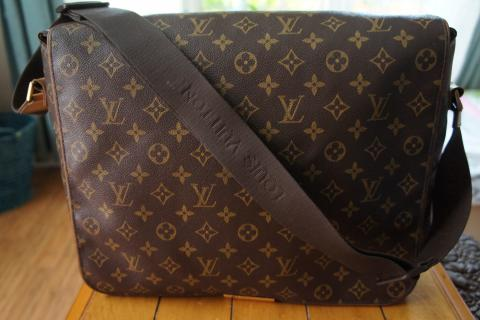 100% Authentic Louis Vuitton Monogram Canvas Abesses Messenger Bag  Photo