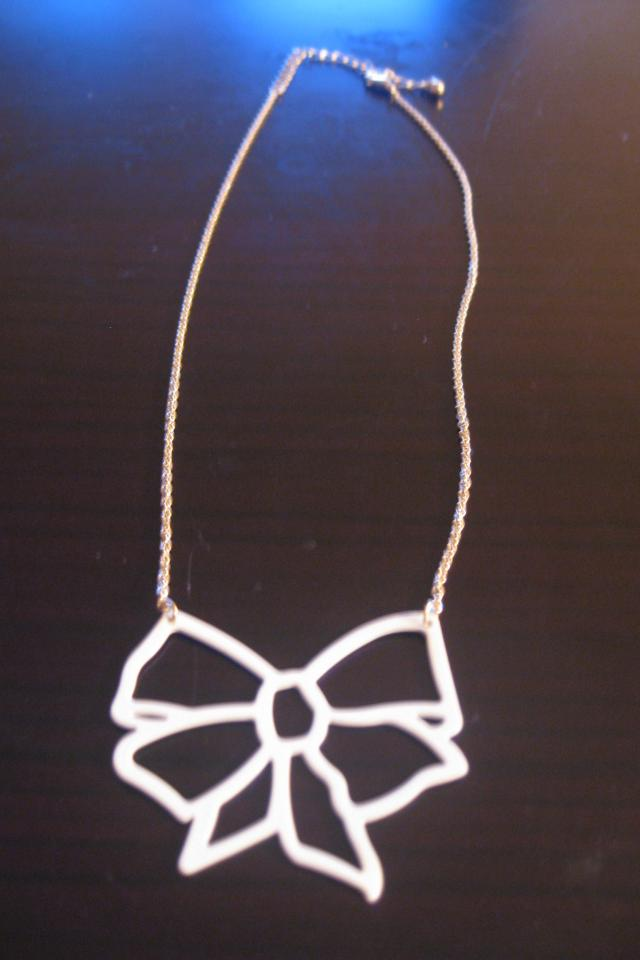 White & Gold Bow Necklace - Brand New Photo