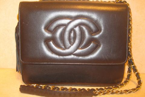100% Vintage Chanel Leather Bag with Tassle & 21