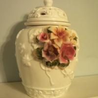 PORCELAIN ROSE POTPOURRI POT  Photo