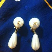 Vintage CHANEL teardrop peal earrings Photo