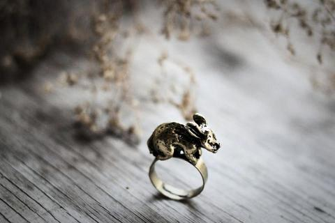 Nancy Rabbit Vintage Ring Photo