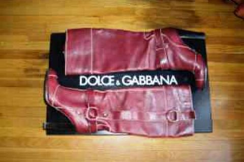 DOLCE AND GABANNA RED BOOTS Photo