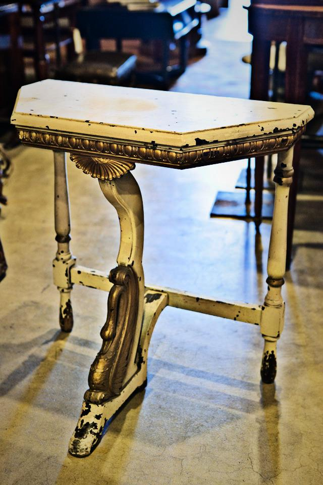 Swan Table Console Photo