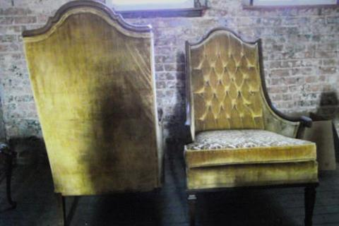 ~LOVELY TUFTED VINTAGE CHAIRS (SET) Photo