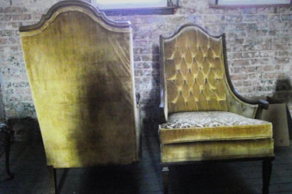 ~LOVELY TUFTED VINTAGE CHAIRS (SET) Large Photo