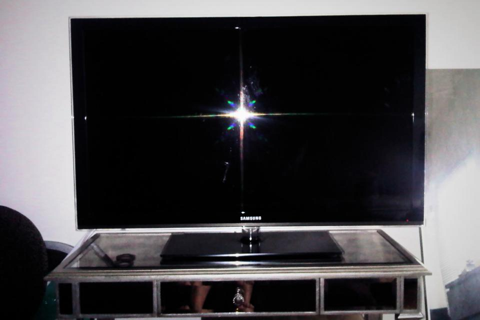 Samsung 46 INC LCD TV Large Photo