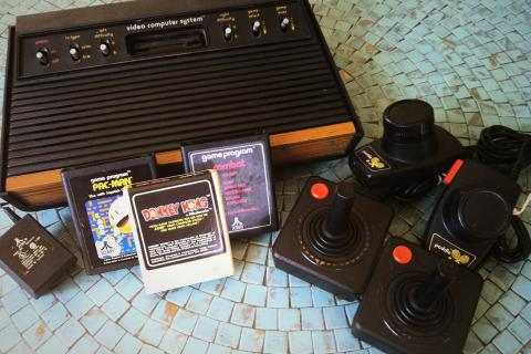 Complete Working Original 1980's Atari 2600 Photo