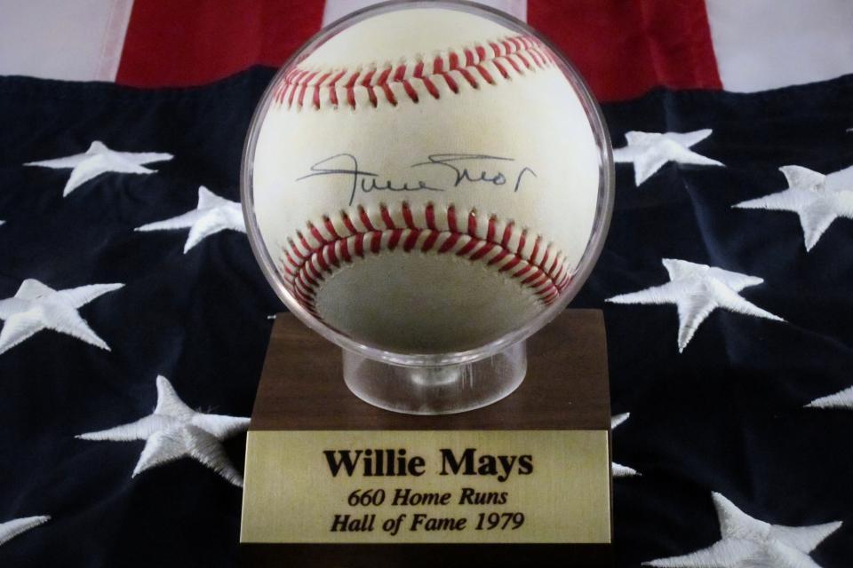 Authentic Signed Willie Mays Baseball Score Board COA Large Photo