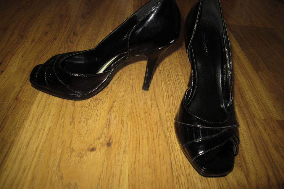 Size 7 black open toe heels Large Photo