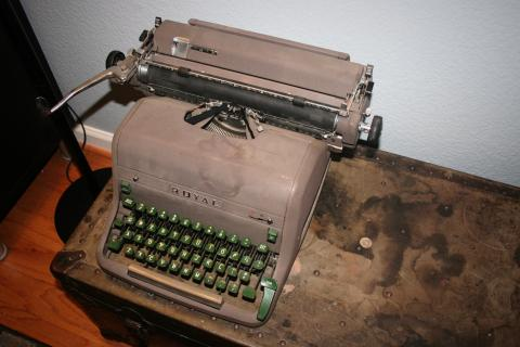 1940s Royal Green Typewriter Photo